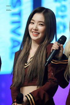 Imagen de kpop, red velvet, and irene Red Velvet Joy, Red Velvet Irene, South Korean Girls, Korean Girl Groups, Redvelvet Kpop, Korean Beauty Girls, Kpop Outfits, Seulgi, Pretty Woman