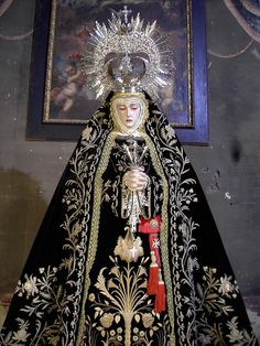 Cofradías   Diócesis de Granada Noticias Madonna, Young Pope, Our Lady Of Sorrows, Home Altar, Lady Of Fatima, Holy Week, Gold Work, Blessed Mother, Mother Mary