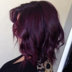 The eggplant hair color is one of the hair color shades that is usually favored by teenagers. Plum Red Hair, Dark Purple Hair Color, Dyed Red Hair, Hair Color Shades, Hair Color And Cut, Ombre Hair, Red Violet Hair, Dark Red Hair Burgundy, Hair Dye