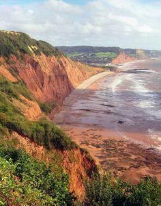 Peak Hill cliff face with view to Sidmouth Beach, Devon. Fossil Hunting, South West Coast Path, Kingdom Of Great Britain, Country Landscaping, England And Scotland, Nature Scenes, British Isles, Landscape Photography, United Kingdom