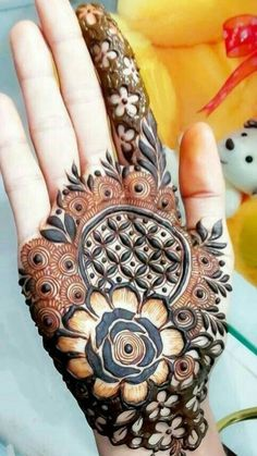 Henna-tätowierung Bathroom Vanities and Bedroom Vanity Sets - Elegant and Functional Furniture To Tr Modern Henna Designs, Rose Mehndi Designs, Khafif Mehndi Design, Henna Art Designs, Mehndi Designs For Girls, Indian Mehndi Designs, Mehndi Designs For Beginners, Stylish Mehndi Designs, Mehndi Designs For Fingers