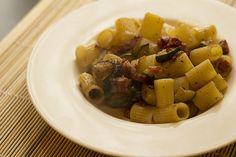 Mezzi rigatoni finocchiona e zucchine