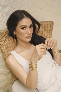 DESPITE taking on many roles, Heart Evangelista is a woman in control. We see her sit as one of the celebrity judges in StarStruck, the reality search program Jason Statham, Heart Evangelista Style, Debut Photoshoot, Filipina Beauty, Filipina Makeup, Diana, Stylish Girls Photos, Girl Inspiration, Celebs