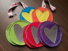 DIY felt heart reflectors Felt Diy, Projects To Try, Christmas Gifts, Crafting, Club, Sewing, Heart, Tips, Nature