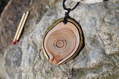 Vergoldeter Schmuck - Amulett aus Zirbe mit echtvergoldeter Rinde - ein Designerstück von TirolZirbe bei DaWanda