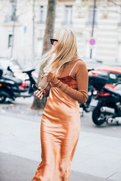Paris Fashion Week is in full swing. See the best Paris Fashion Week street style from the shows circuit. All the Paris fashion week street style inspiration you need from the shows at PFW. Fashion Mumblr, Urban Fashion, Fashion Outfits, Fashion Weeks, Dress Fashion, Cool Street Fashion, Street Style, Paris Fashion Week 2016, Layered Fashion