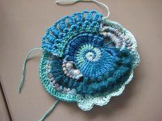 Krea d' IngeN: Vrij haakwerk / Freeform Crochet Scrumble Art Au Crochet, Freeform Crochet, Irish Crochet, Crochet Motif, Knit Crochet, Crochet Flower Patterns, Crochet Stitches Patterns, Crochet Flowers, Knitting Patterns