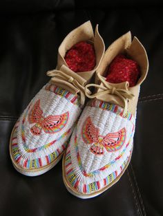 = Beaded Moccasins, Beaded Shoes, Native Beadwork, Native American Beadwork, Native American Moccasins, Native American Paintings, Beadwork Designs, Nativity Crafts, Native Style