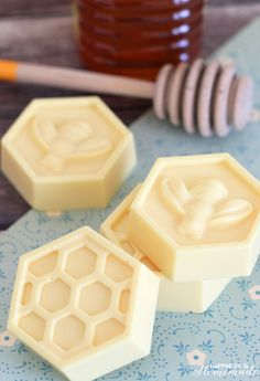 Milk & Honey Soap: This easy DIY soap can be made in about 10 minutes & has great skin benefits from the goat's milk and honey. Great…
