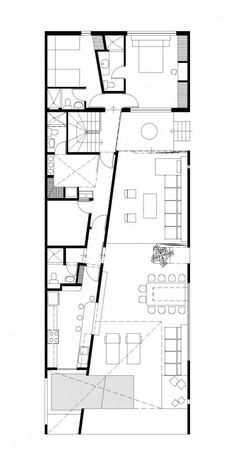 A very clever use of space. I love the use of the diagonal to create both interest and the spaces needed for both large and small rooms. House in Las Arenas / Javier Artadi floor plan – ArchDaily Angular Architecture, Architecture Images, Architecture Drawings, Residential Architecture, Architecture Details, Interior Architecture, Kitchen Floor Plans, House Floor Plans, Planer Layout