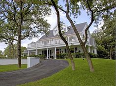 I am infatuated with the exterior design of Kelly Clarkson's home and property that is for sale! Simply gorgeous.