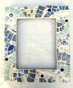 Repurposed mosaic frame Mosaic Garden Art, Mosaic Tile Art, Mirror Mosaic, Stone Mosaic, Mosaic Glass, Stained Glass, Glass Art, Foto Frame, Mirror Photo Frames