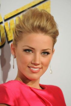 Amber Heard is one of the pretty celebs and she looks beautiful with her makeup.