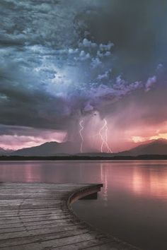 Lightning in the sunset of Lake Viverone, Italia. Photo by Alan Montesanto. All Nature, Amazing Nature, Beautiful Sunset, Beautiful World, Simply Beautiful, Fuerza Natural, Cool Pictures, Cool Photos, Amazing Photos
