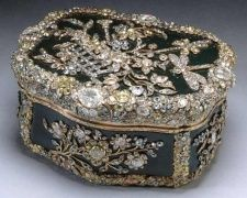 Snuff box originally beloning to Frederick the Great of Prussia (c. 1770) - Now in the collection of Her Majesty.