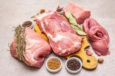 Surtido de varios cortes de carne de cer... | Premium Photo #Freepik #photo #comida #hoja #animal #tabla Pork Roll, Pork Fillet, Organic Meat, Fresh Meat, Baking Pans, Steak, Grilling, Spices, Stuffed Peppers