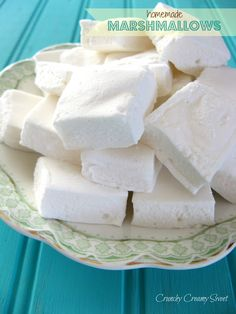 RECIPES TO TRY: Homemade Marshmallows. To put in Polar Express Hot Chocolate (or any hot chocolate for that matter. Recipes With Marshmallows, Homemade Marshmallows, Candy Recipes, Holiday Recipes, Dessert Recipes, Fun Recipes, Just Desserts, Delicious Desserts, Yummy Food