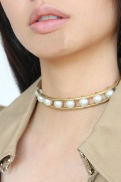 Need this necklace! So modern yet enduring.