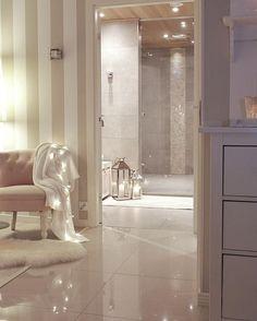 Love the tiles Modern Cottage Style, White Decor, House Styles, Home Decor, Apartment Decor, White Interior, Interior Design, Home Styles, Glamorous Interiors