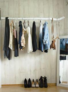 De minimalistische kledingkast