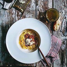 Piensas en que cenar después de tantas comilonas? Una simple y buena pasta a la #Bolognese que tal?  // добрые люди научили правильно готовить болоньезе #souldesserts_foodstyling : @souldesserts sweet  #show_me_your_food #food #foodie #hot #hungry #yummy #foodporn #foodpics #foragebyfolk #f52grams #omnomnom #pasta #tasty #delicious #vsco #vscocam #vscoism #vscofood #gastroart #dinner #bon_app #мирдолжензнатьчтояем #picoftheday #onthetable #vscoeurope #фотоеды #foodlover