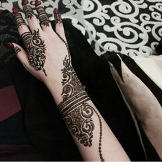 Mehendi(Heena) is most popular in Asian Countries Like Pakistan,India,Dubai,Sudia Arabia and others.women are crazy about Mehndi Designs. Henna Hand Designs, Eid Mehndi Designs, Pretty Henna Designs, Arabic Henna Designs, Beautiful Mehndi Design, Henna Tattoo Designs, Tattoo Ideas, Mehendi, Hand Mehndi