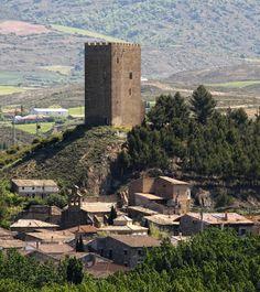 Levantado en el siglo XIV, el torreón de Navardún es uno de los más altos y hermosos de Aragón