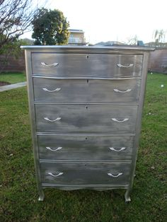 FRENCH PROVINCIAL/HOLLYWOOD REGENCY DRESSER METALLIC SILVER COLOR.5 DRAWERS