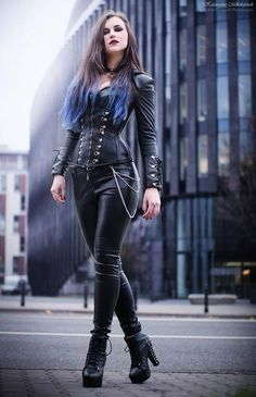 Top Gothic Fashion Tips To Keep You In Style. As trends change, and you age, be willing to alter your style so that you can always look your best. Consistently using good gothic fashion sense can help Gothic Fashion, Girl Fashion, Fashion Outfits, Womens Fashion, Style Fashion, Fashion Boots, Fashion Clothes, Gothic Mode, Goth Beauty
