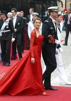 Queen Letizia of Spain Princess Letizia, Queen Letizia, Ascot Outfits, Estilo Real, Formal Wear, Formal Dresses, Crown Princess Mary, Easy Wear, Lady In Red