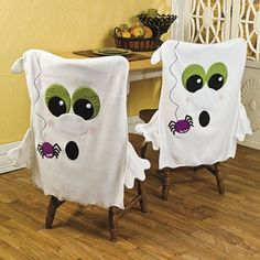 Could do with Santa, snowmen, etc. Halloween Quilts, Dulceros Halloween, Moldes Halloween, Adornos Halloween, Holidays Halloween, Vintage Halloween, Halloween Ghost Decorations, Chair Covers, Decorative Accessories