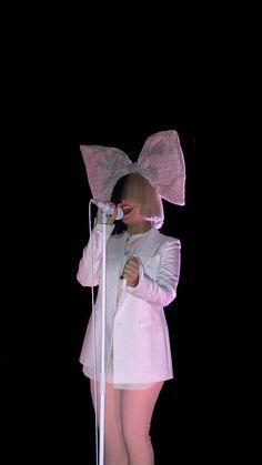 Maddie Ziegler Sia, Sia And Maddie, Famous Singers, Pop Singers, Sia Album, Sia Kate Isobelle Furler, Sia Music, Dubstep, Lady Gaga