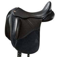 The Fairfax Monoflap Dressage saddle is an elegant monoflap design complemented by the softest calfskins and quality English butt leather. The Fairfax monoflap dressage promotes an exceptionally close relationship between horse and rider.