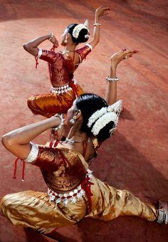 odissi dancers | indian classical dance Like & Repin. Noelito Flow. Noel  Panda http://www.instagram.com/noelitoflow