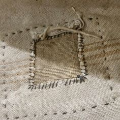Plain patch--homespun woven cloth with running stitch mending Sashiko Embroidery, Japanese Embroidery, Inchies, Sewing Crafts, Sewing Projects, Boro Stitching, Visible Mending, Make Do And Mend, Art Textile