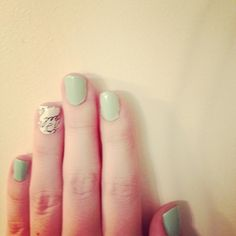 Text makes a (pun intended) statement: | 27 Ideas For Awesome AccentNails