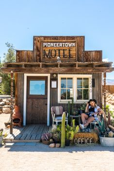 A Quick Guide to Joshua Tree National Park - The Road Les Traveled California National Parks, California Travel, Joshua Tree National Park, Yosemite National Park, Route 66, Places To Travel, Places To Go, Old Western Towns, Us West Coast
