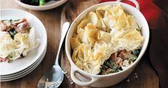 creamy chicken and mushroom pie Carnation Milk Recipes, Chicken And Mushroom Pie, Cooking Tips, Cooking Stuff, Cooking Cream, Make Ahead Meals, Creamy Chicken, Casserole Dishes
