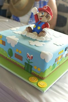 Well, we do not know Super Mario? Super Mario Torte, Bolo Super Mario, Super Torte, Mario Birthday Cake, Super Mario Birthday, 5th Birthday, Birthday Ideas, Fondant Cakes, Cupcake Cakes
