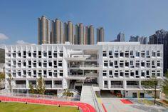 香港法国国际学校,香港 / Henning Larsen - 谷德设计网 Henning Larsen, Education Architecture, Architecture Portfolio, Concrete Architecture, Architecture Diagrams, Commercial Architecture, Hongkong, Green School, White Building