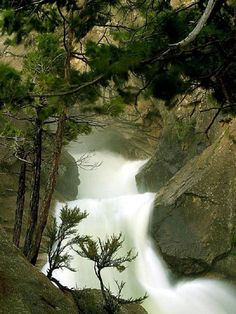 Waterfall in Sequoia National Park, California – USA Sequoia National Park, National Parks, Places To Travel, Places To See, Beautiful World, Beautiful Places, Beautiful Sites, Ville New York, Beautiful Waterfalls