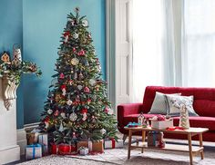 Christmas by English brand John Lewis is always wonderful and inspiring: lush festive trees, lots of bright and cheerful toys, shiny decorations, and ✌Pufikhomes - source of home inspiration