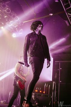 Oliver Sykes of Bring Me The Horizon...MY FRACKIN BAE LIKE HOLY SHIZ NIT!!!! *⋆wιтн yoυr love noвody can drag мe down⋆*