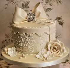 lovely vintage wedding cake