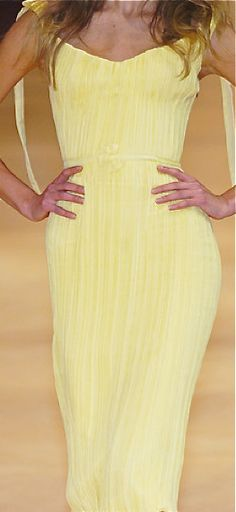Alexander McQueen Yellow Fashion Dress @}-,-;—