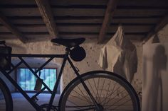 New bike  by Melo! https://www.fumogallery.com/product/243 Foto by @giuseppegradella @fumogallery #fumogallery #event #art #design #artwork #photography #installation #fashion #bags #t-shirt #artist #homegallery #bestlocation ##bestartist #bestevent #fumo #gallery #artonline #buyart #bike #custumbike #custum #bicycle #fuckoil #contemporaryphotography