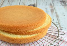 Biscuit recept (Laura's Bakery) Baking Recipes, Cookie Recipes, Biscuits, Baking Bad, Delicious Desserts, Yummy Food, Sponge Cake Recipes, Biscuit Cake, Homemade Pie