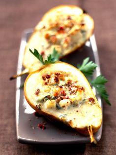 Plněné hrušky s pikantním sýrem a ořechy