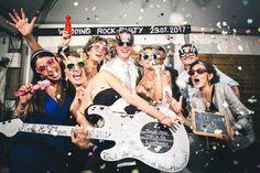 fête photo booth Esprit jeune est décalé faire la fête pas se prendre la tête Elvis Presley, Pin Up, Photos Booth, Photo Couple, Rock N Roll, Movies, Movie Posters, Bordeaux, Wedding Ideas