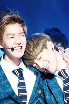 Oh my god. Too sweet both of you ❤ my 2 bias of EXO in 1 pic OMG!!!